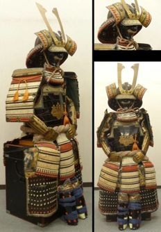 Powerful Japanese Samurai Armor Yoroi with crest