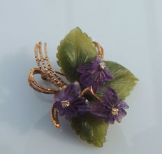 Brooch / pendant bouquet made from amethyst flowers with jade leaves and 3 diamonds, made from 585 gold / 14 kt, around 1950