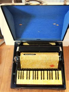Accordion - Manufacturer Cantulia (later Hohner) - Germany, around 1930/1940