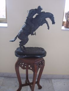 Masive Bronze Statue, titled : Bronco Buster, after Frederic Remington, 20th century