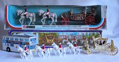 Corgi Toys/Crescent/Matchbox - Scale 1/40-1/66 - Lot with 2 Koninklijke Koetsen Gift sets + Matchbox Special edition bus Royal Wedding
