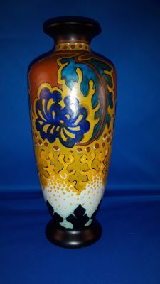Plateelbakkerij Zuid Holland - Art Deco pottery vase with stylised decor: Sana