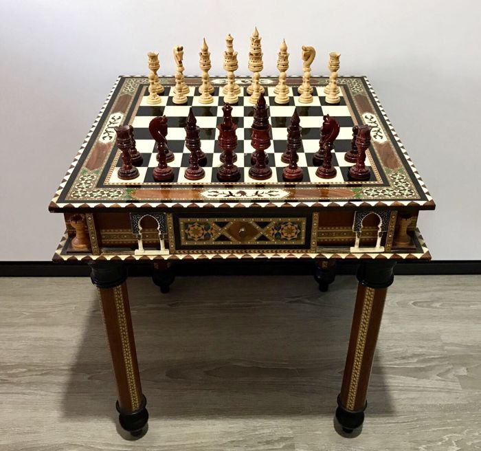 Alhambra chess table made of inlays of bone and wood. Pieces made of rosewood.