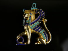 Enamel vintage sphinx brooch (Sphinx England), gold-plated, signed Sphinx A 2222.