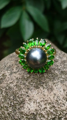 375 Yellow Gold Cultured Tahitian Pearl Round 10- 10.5 Cabachon, Russian Diopside Size W