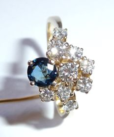 Gala ring cluster made of 14 kt / 585 gold with 1 sapphire and 9 brilliant cut diamonds, approx. 1.4 ct in total