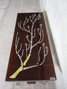Adri – vintage tile table with an image of a tree