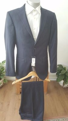 Tommy Hilfiger – Men's suit