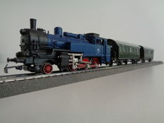 Märklin H0 - 3095.10/329/1/4002 - Tender locomotive BR 74, passenger carriages of the DB