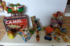 China/USSR - Length 9-25 cm - Lot with 13 tin toy animals with clockwork / battery engine, 1980s/90s