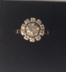 18 kt gold cocktail ring set with diamonds totalling 0.12 ct – Size: 50.