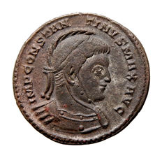Roman Empire - Constantine I 'the Great' (306-337 A.D.) helmeted bronze follis (2,67 g. 17 mm.). Trier mint. 319 A.D. VICTORIAE LAETAE PRINC PERP. */STR.
