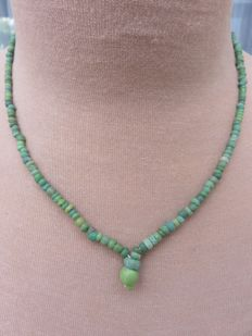 Roman Empire - Necklace with green iridescent glass beads - 48 cm + 1 cm.