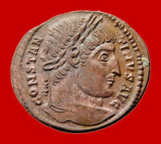 Roman empire - Constantine I (307 - 337 A.D.) bronze follis ( 2,72 g, 21 mm.) from Arles mint, 337 A.D. PROVIDENTIAE AVGG, camp-gate. SA crescent RL.