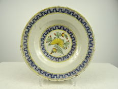 Delft faience plate with flower motif