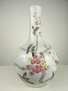 Large porcelain vase - China - second half 20th century