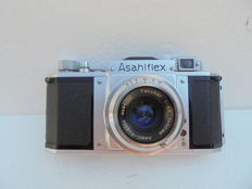 An Asahiflex IIb serial no. 66584 single-lens reflex camera made around 1954 with original bag.