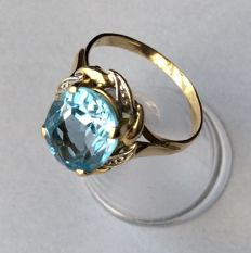 18 kt gold ring, Topaz 4.14 ct – size 53