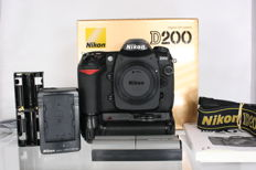 Nikon D200 with original packaging, battery grip & two batteries (2502)