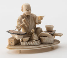 Old ivory okimono – Spice merchant – Japan – Meiji era (1868-1912)