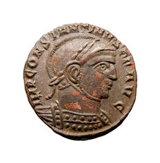 Roman Empire - Constantine I 'the Great' (306-337 A.D.) helmeted bronze follis (2,87 g. 19 mm.). Siscia mint 318 A.D. VICTORIAE LAETAE PRINC PERP / BSIS.