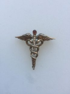 'CADUCEUS' pin – Trifari brand – Sterling silver – Circa 1940 – 7 grams.