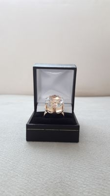 Yellow gold 585 ring whit 16x16 mm facetted rock quartz. **** No Reserve ****