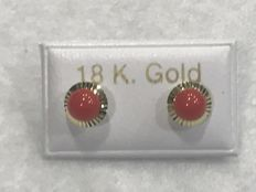 18 kt. Earrings in gold and coral – Depth: 11 cm – 6 x 6 mm