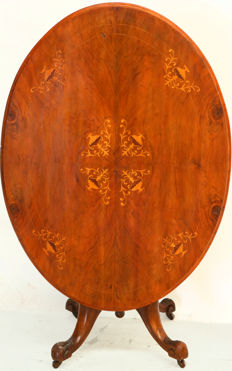 A Louis Philippe dining table with marquetry - France - circa 1860