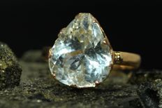 18 kt gold ring, set with aquamarine, 4.50 ct, size 53