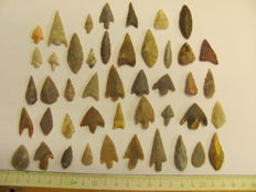 45 x Neolithic arrowheads - 17/40 mm (42)