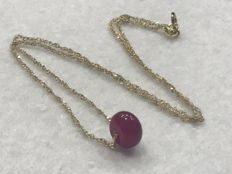 18 kt gold. Necklace with ruby, no reserve.