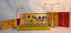 Dinky Toys - Scale 1/43 - International Road signs No.771 (12), Lamp Standard Single Arm No.755 en Double Arm No.756