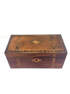 Wooden tea box 'tea caddy' with Turnbridge marquetry and ivory knobs - England - Ca. 1860