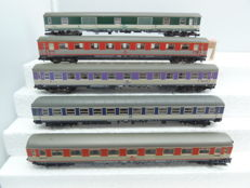 Fleischmann N - 8117/8118/8640/8643 - 5 pop-coloured carriages of the DB