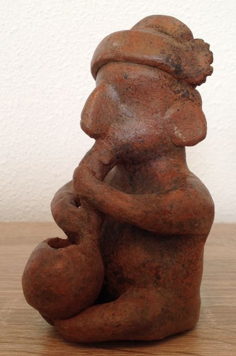 Pre-Columbian seated figure of a man drinking from a bowl - Nayarit culture - Mexico - 12 cm
