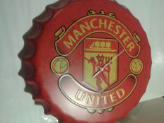 2 Clocks. . Big cap. MANCHESTER UNITED logo. . Advertising Manchester United. . Deeply pressed metal. + second clock.