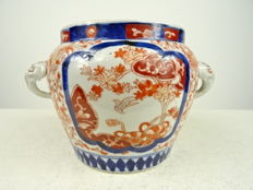 Imari jar – Japan – late 19th century.