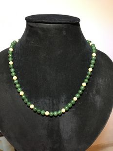 Genuine necklace Jade and pearls, weight: 49,91 grams