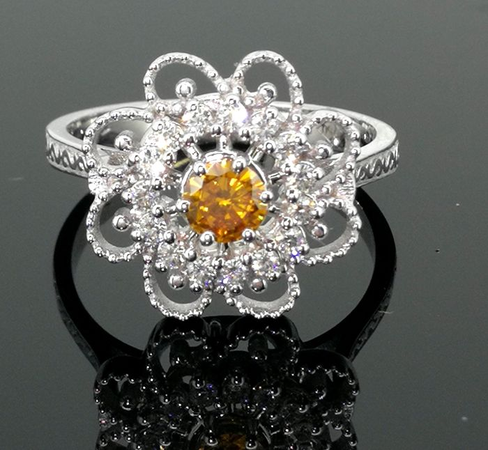 Diamond ring with natural fancy coloured diamonds  with IGI certificate  - Surrounding with 15  diamonds