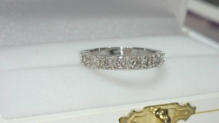 Memory ring in 18kt white gold with 9 diamonds for a total of 0.77 ct - size 52