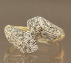 18k bicolour gold ring set with 34 brilliant cut diamonds, ring size 16.5 (52) ****NO RESERVE PRICE*****