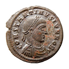 Roman Empire - Constantine II (317-337 A.D.) bronze follis (3,46 g., 19 mm). Heraclea mint, AD 321-324. DOMINOR NOSTRORVM , VOT V* within wreath; SMHA.