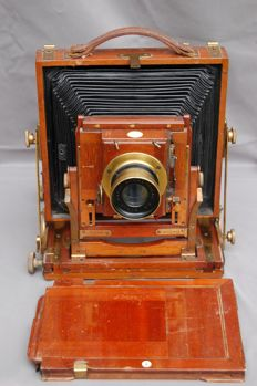 Wooden travel camera with a cassette
