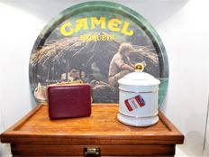Lot humidor & vintage camel tray and vintage cigarette case & porcelain tobacco jar - 2nd half 20th century.