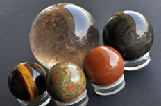A fine collection of various mineral spheres - 4 to 7.3cm - 1008gm (5)