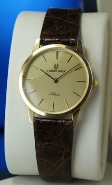 Universal Genève Altesse luxury men's wrist watch