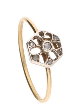 18 kt - Yellow gold ring set with 6 diamonds of approx. 0.055 ct in total, in silver setting - Ring size: 17 mm