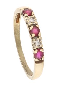 14 kt Yellow gold ring with 3 rubies and 2 diamonds of 0.02 ct in total - Ring size: 15 mm