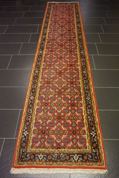 Distinguished hand-woven oriental carpet, Indo Bidjar Herati 80 x 344 cm, made in India at the end of the 20th century